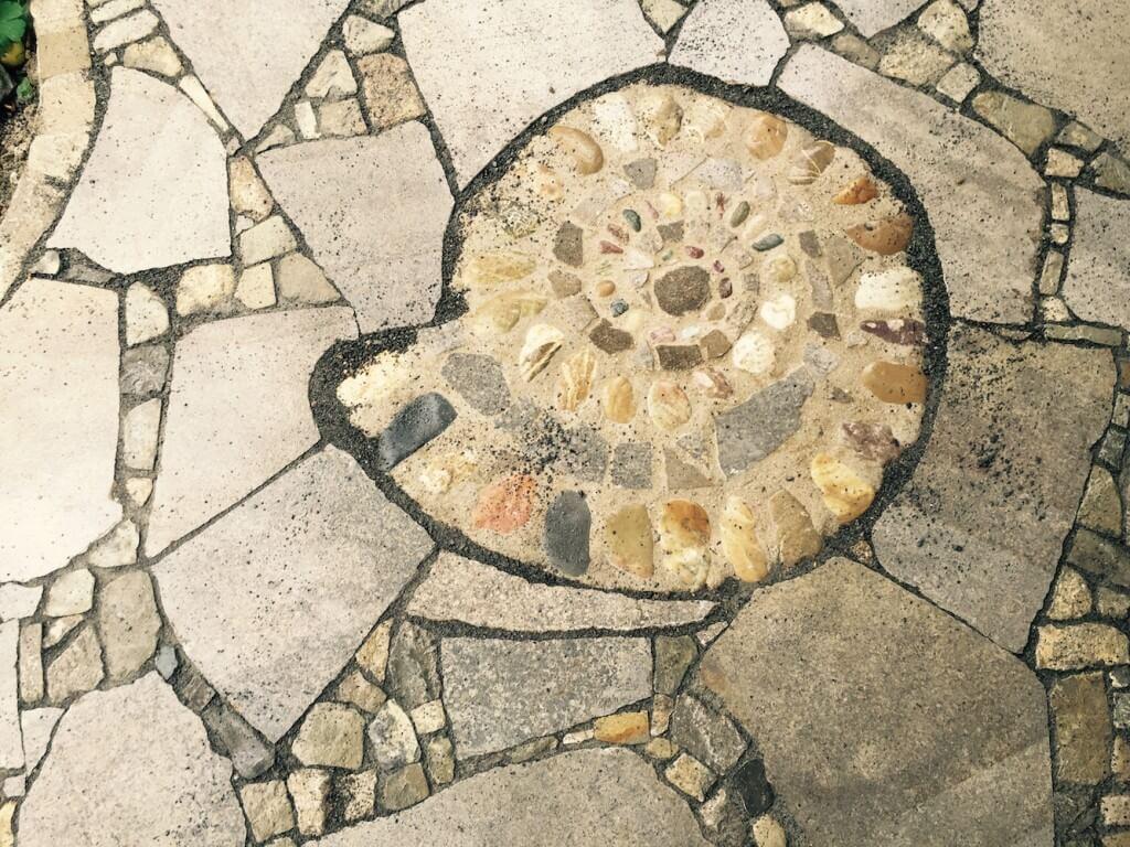 Polygonaler Plattenbelag